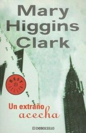 book cover of Un Extrao Acecha by Mary Higgins Clark